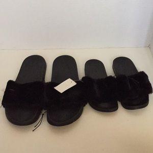 Shoes - Black fluffy slides